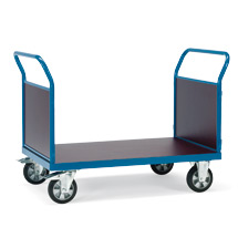 Schwerlast-Plattformwagen mit 2 Stirnwänden. Tragkraft 1200kg