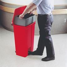 Secchio interno per contenitore per rifiuti a pedale Rubbermaid Slim Jim® con pedale sulla fiancata, materiale plastico