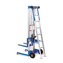 Separate Leiter für Materiallift und Montagelift. Höhe bis 2100 mm