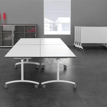 Składany stół na kółkach