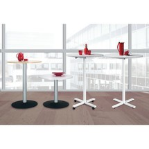 Tavolo a colonna con base regolabile in altezza costruttiva