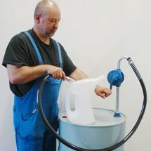 Vatenpomp met afvoerbochtstuk
