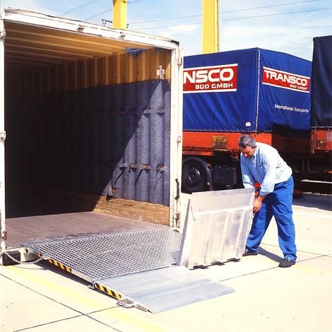 Verladerampe für Container. Klappbar, Tragkraft 6000 kg