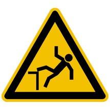 Warnschild – Warnung vor Absturzgefahr